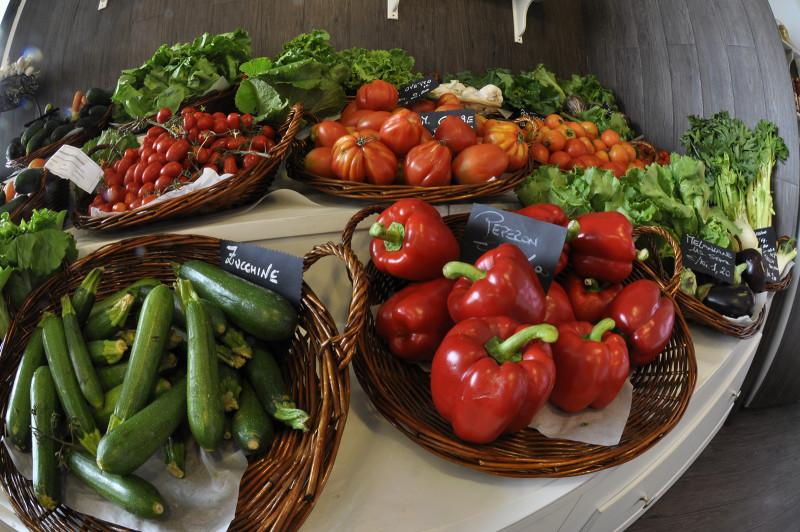 Frutta e verdura arredamenti per negozi ortofrutta for Idee per arredare un negozio di frutta e verdura