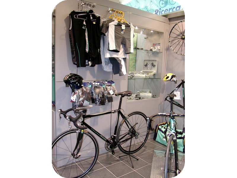 Arredamenti negozi biciclette: per la vendita di bici e accessori