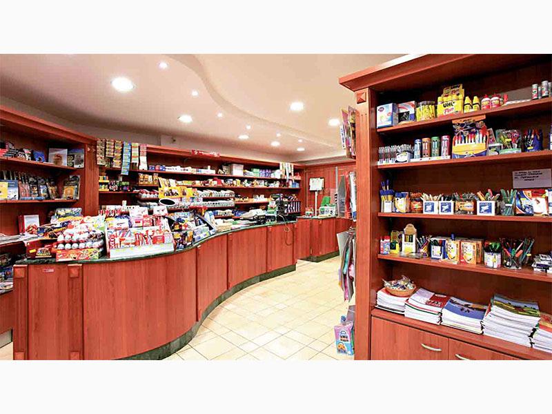 Brio edicola arredamenti per tabaccheria edicola al ticino for Arredo tabaccheria