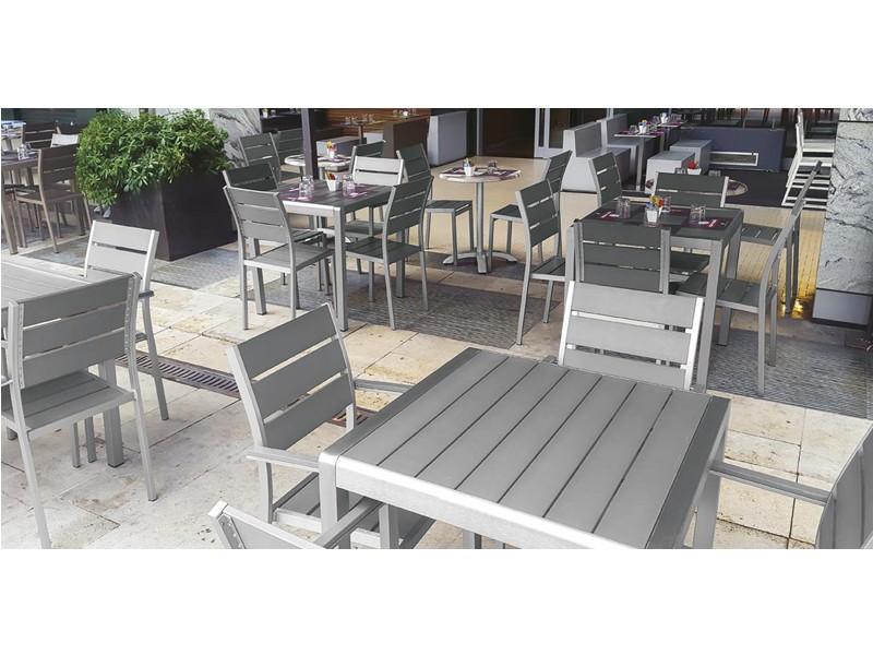 Sedie E Tavoli Da Bar Economici.Accomodarsi Sedie Poltrone E Tavoli Per Bar E Ristoranti